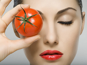 Beautify-the-Skin-with-Tomatoes