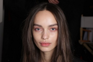 Backstage-Beauty-at-the-Burberry-Prorsum-Spring-2014-RTW-Show-at-London-Fashion-Week_4